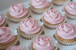 pink rose vanila cupcakes vegan