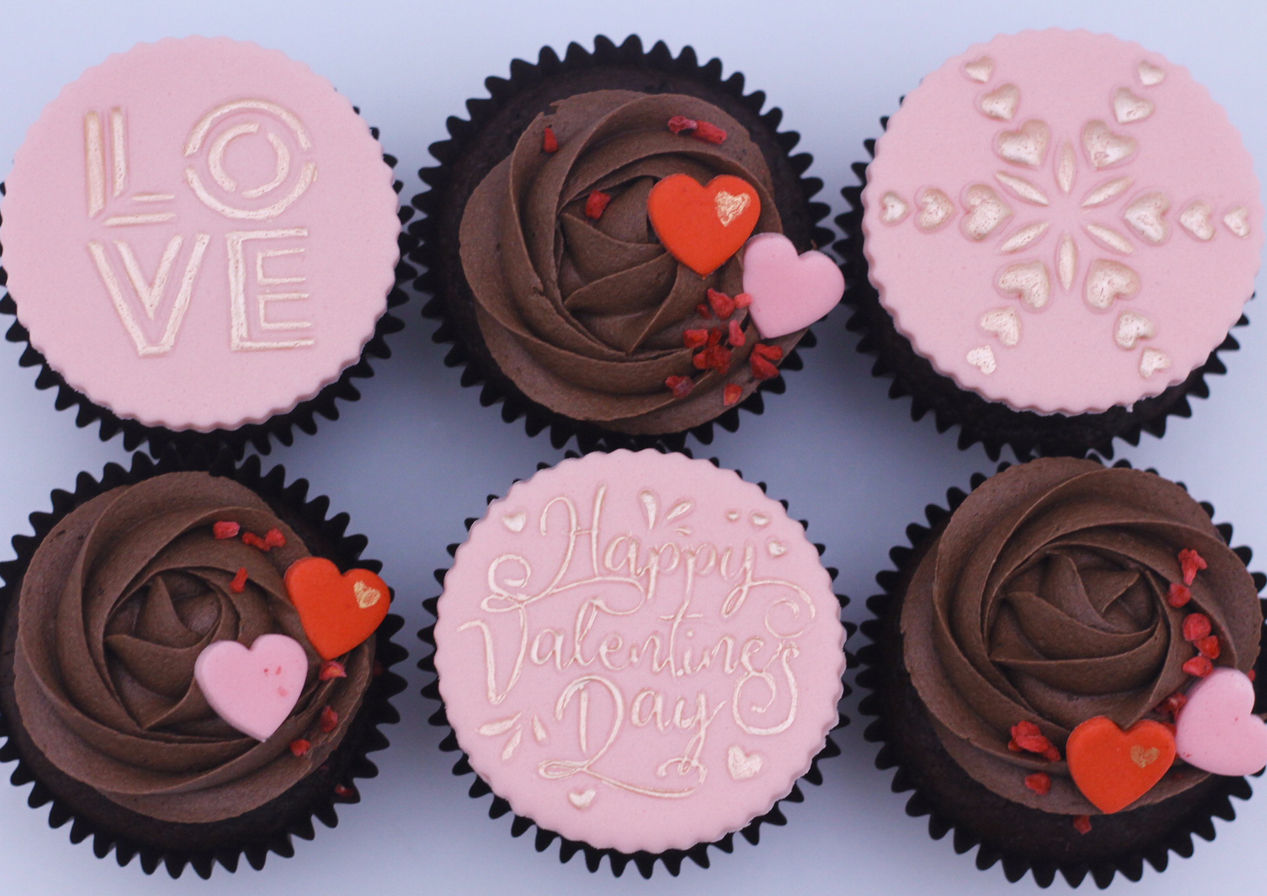 Valentine raspberry & dark chocolate cupcakes