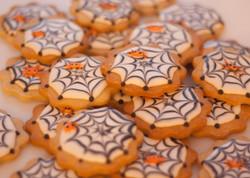 Hallowe'en spider cookies vegan