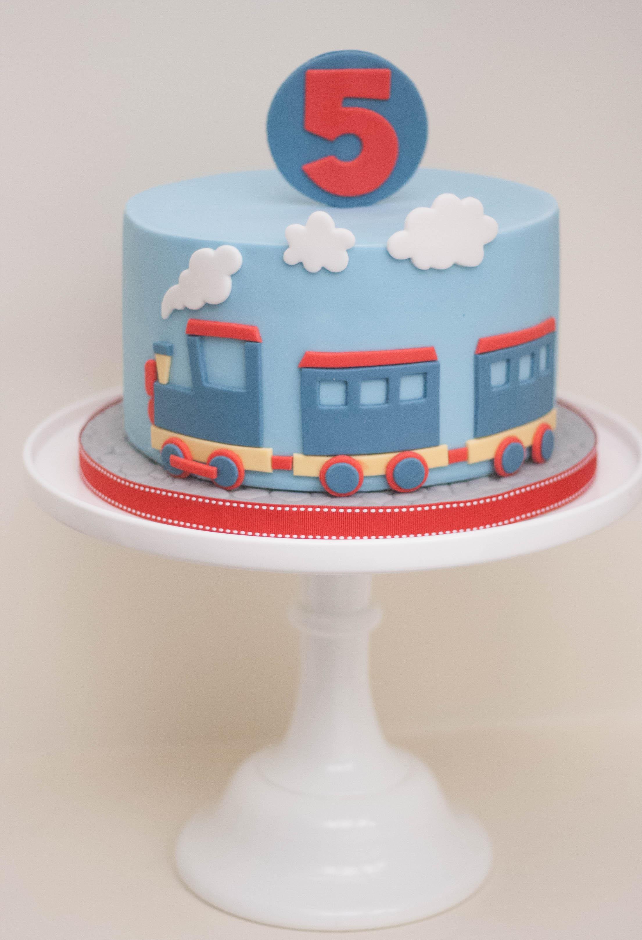train vegan cake_