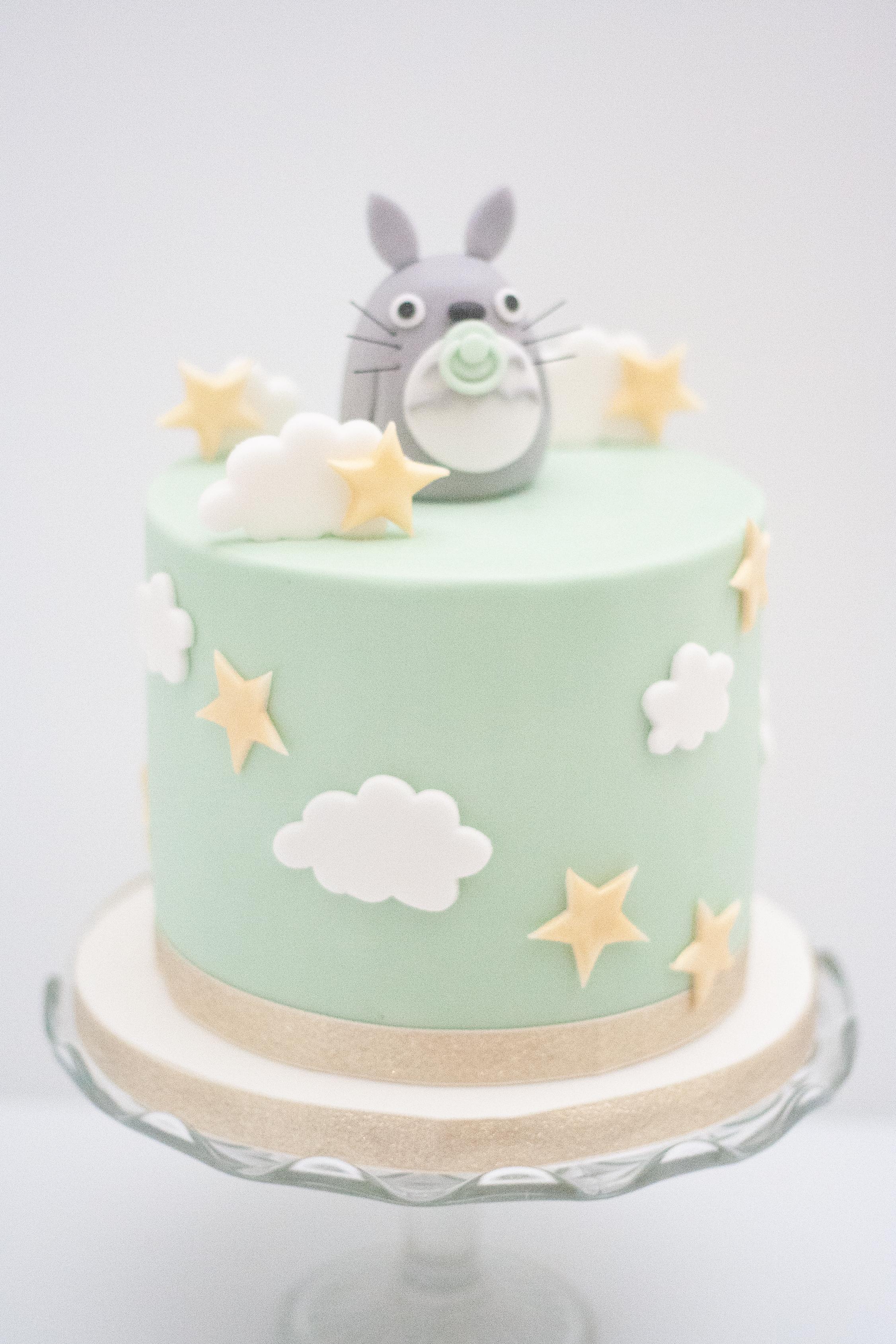 Totoro stars clouds cake
