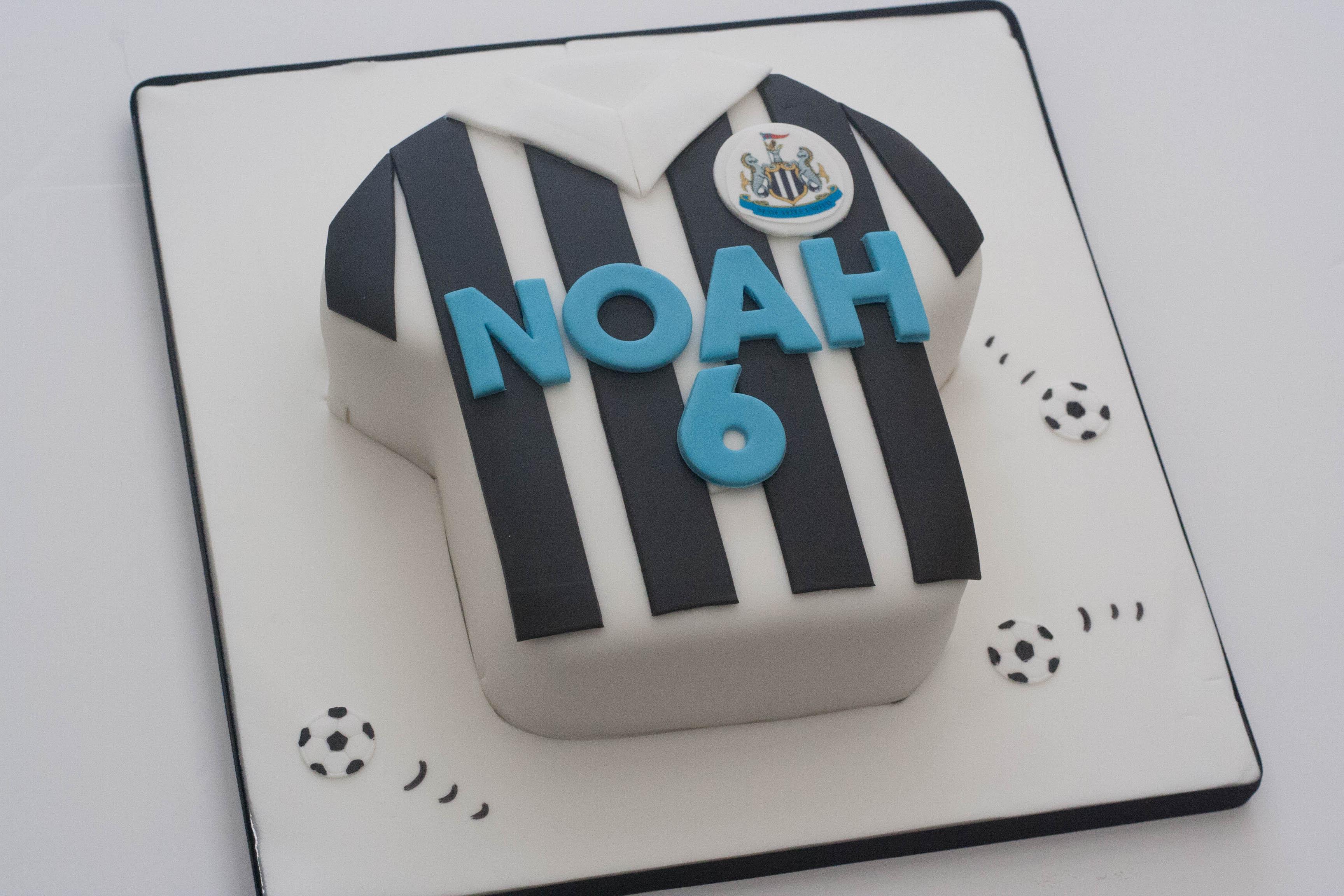 NUFC shirt vegan cake