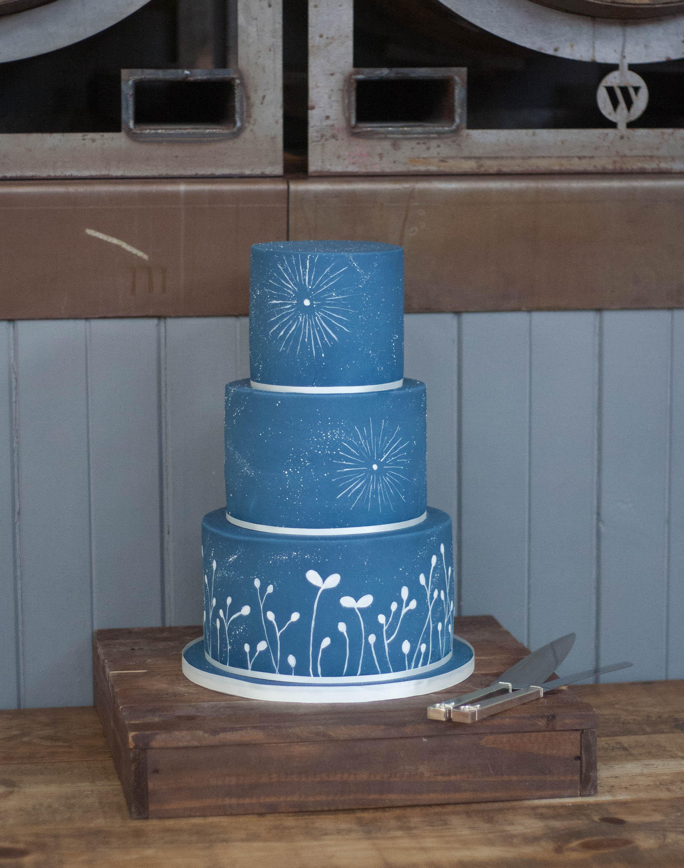 navy blue wedding cake vegan