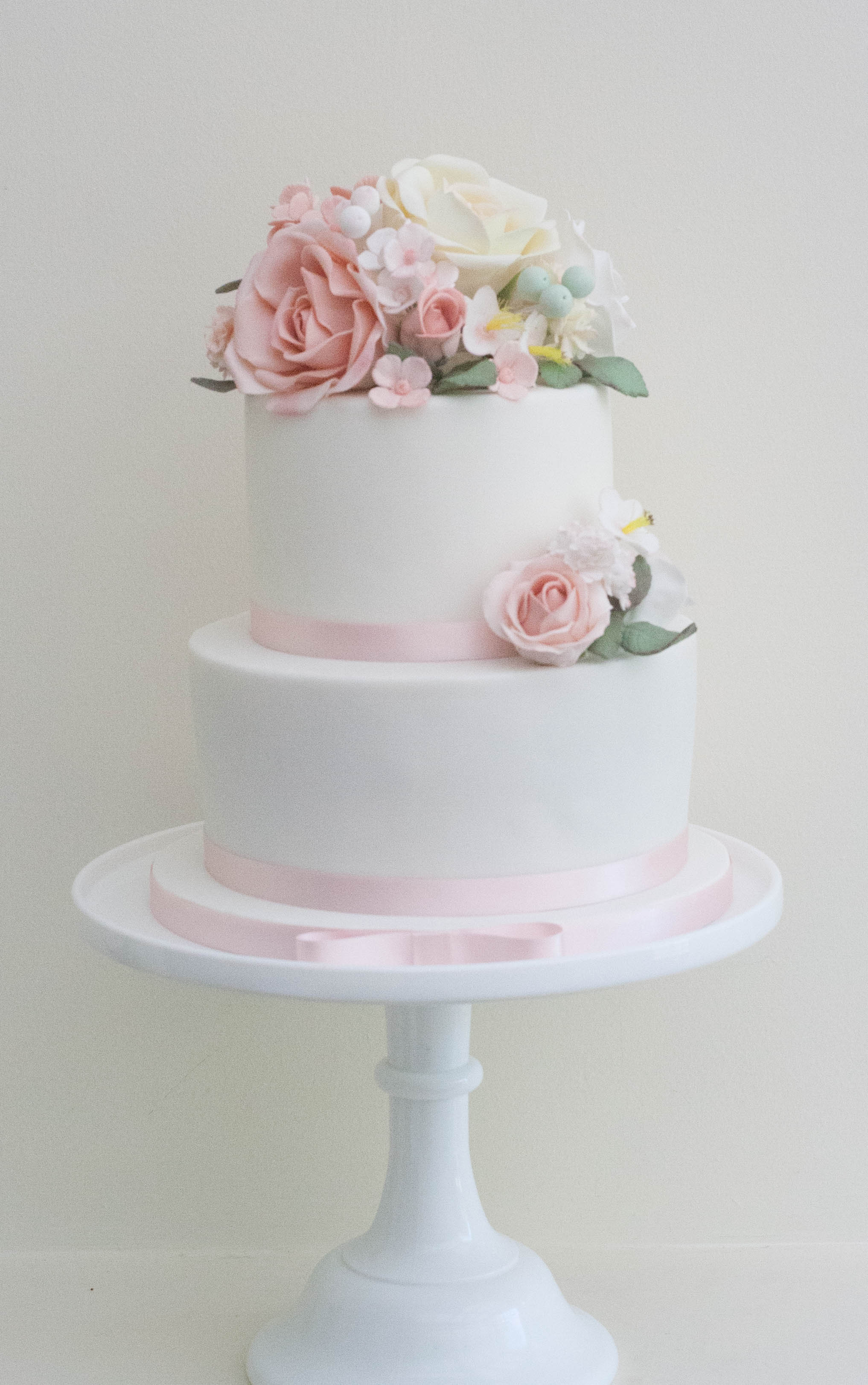 two tier sugar flowers cake_-2