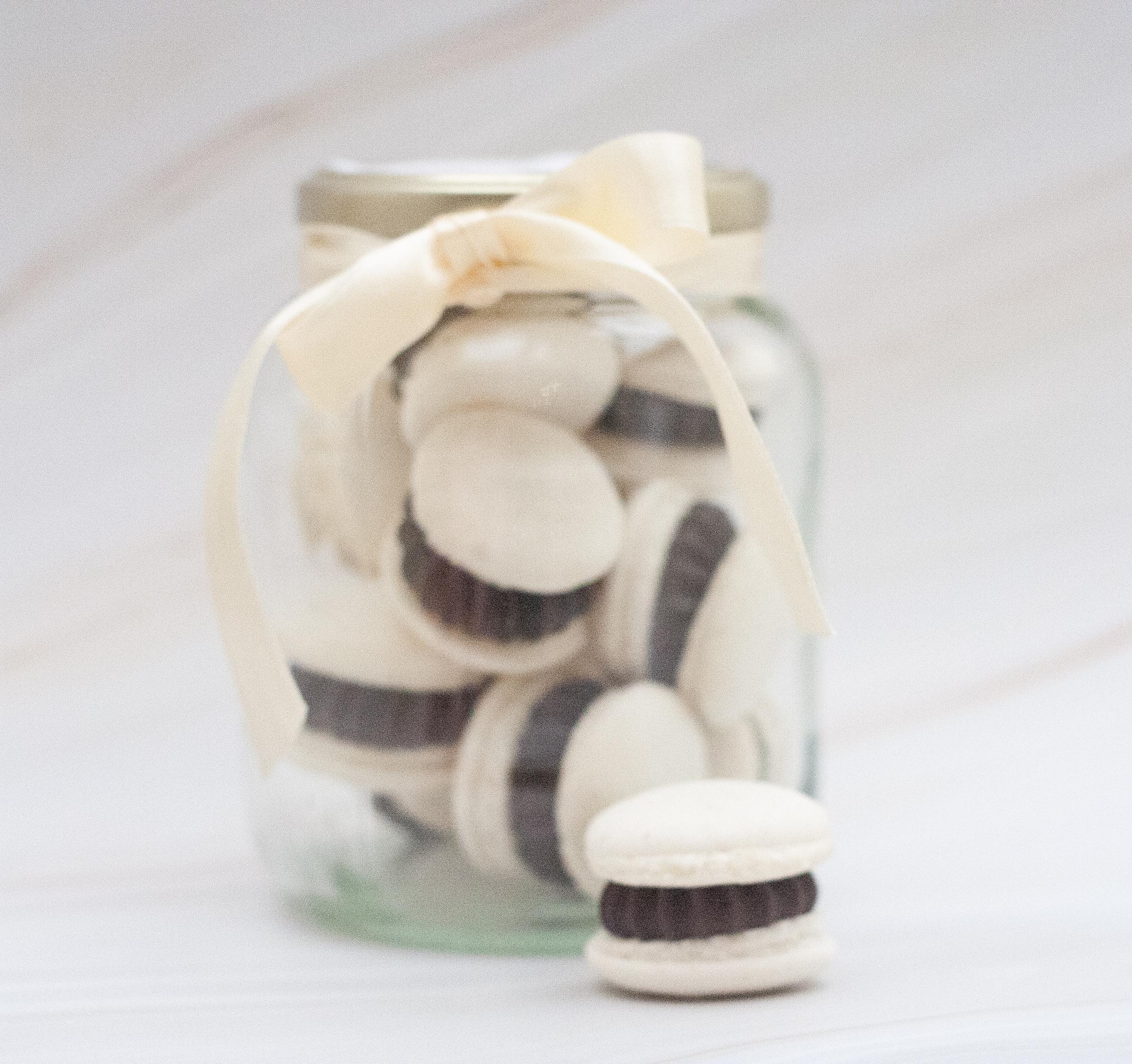 macarons jar