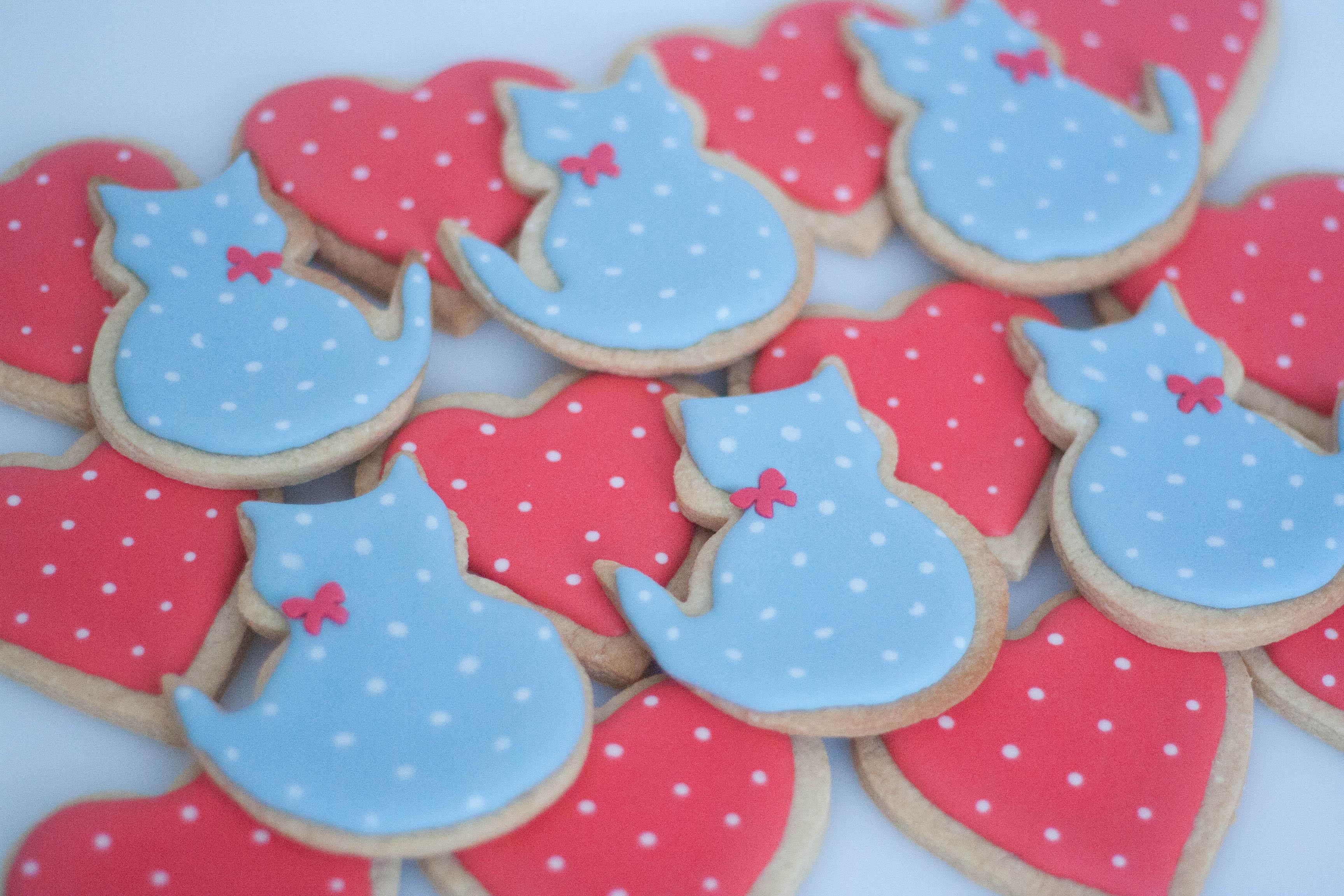 cats and hearts vegan cookies