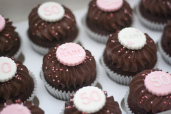 age name cupcakes
