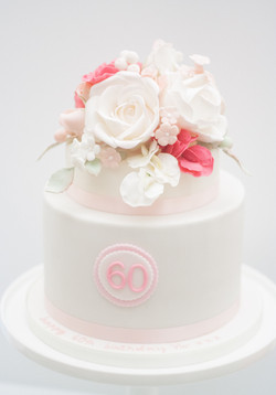 8 inch cake with sugar roses and sweetpe