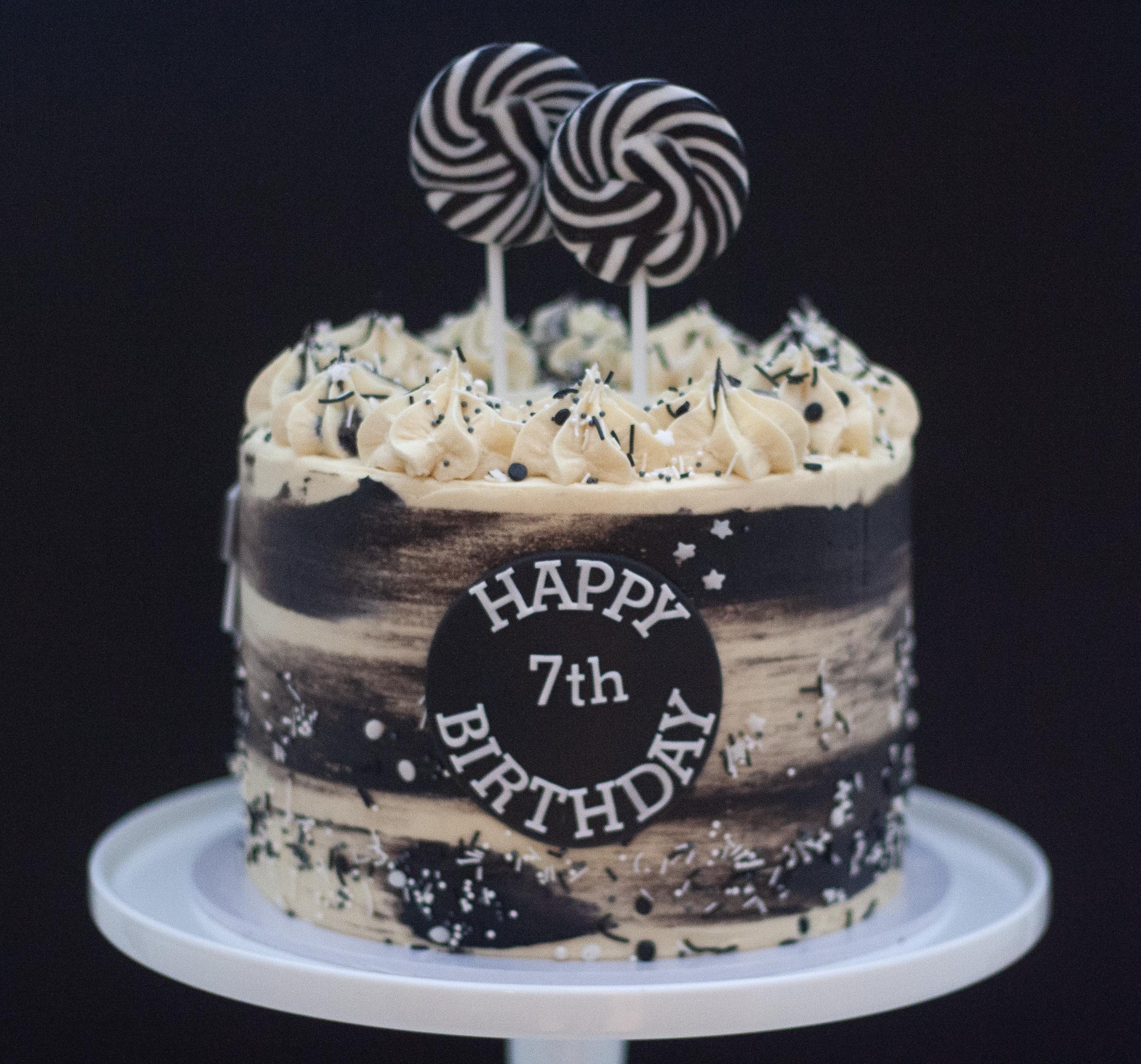 NUFC black marbled cake