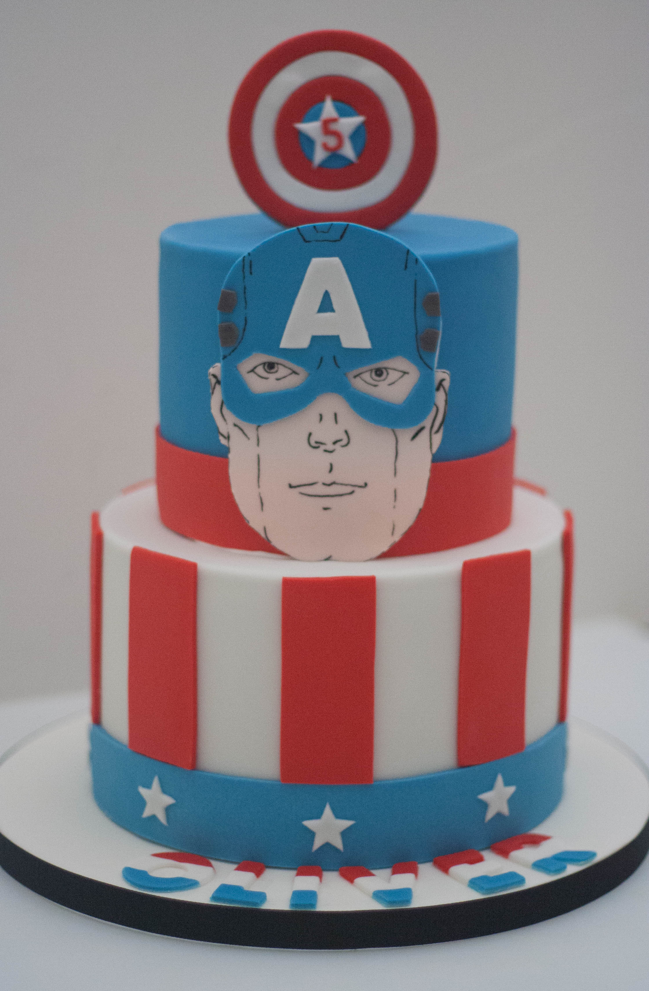 Captain America vegan cake