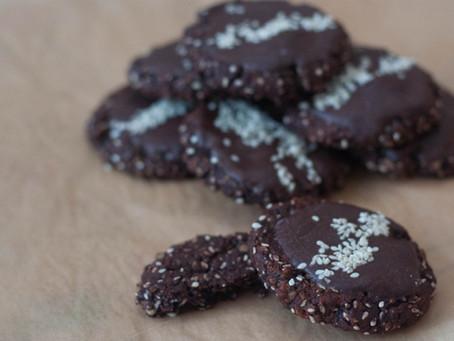 Vegan cocoa sesame biscuits