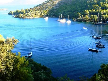 Denken Sie an Wind- und Sonnenenergie für Ihr Boot?