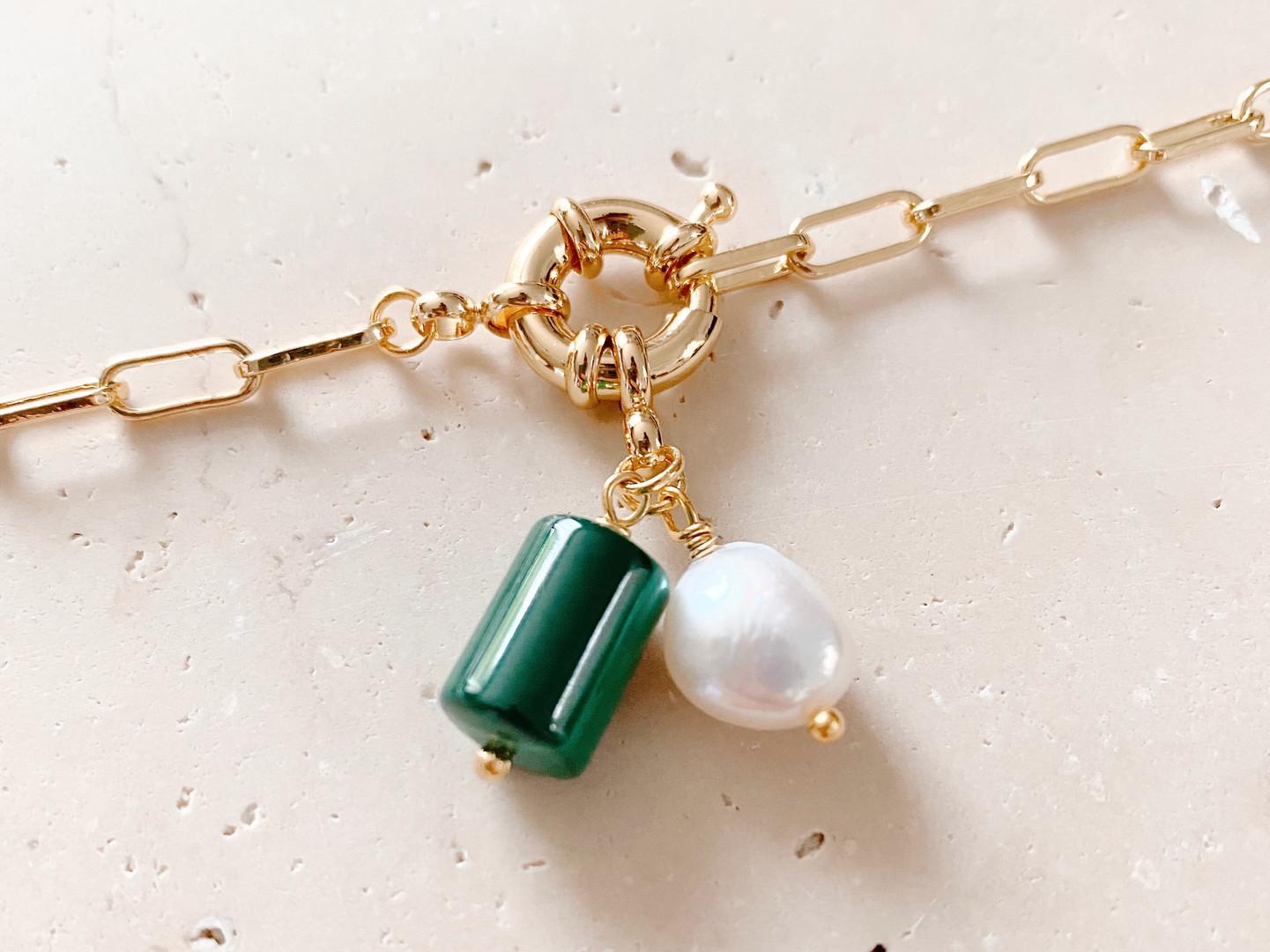 Malachite, or et perle d'eau douce