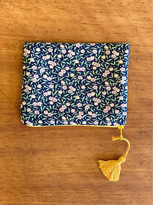 "Pochette ""Little flowers on black"""