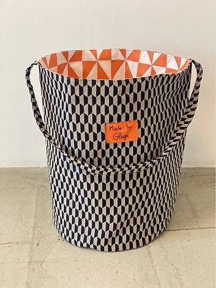 Sac à linge ''Géométrie noir et orange''