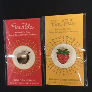 Pin Pals - Gold Apple / Strawberry