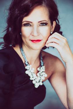 portrait photography of women with pearls at Vilija Skubute photography