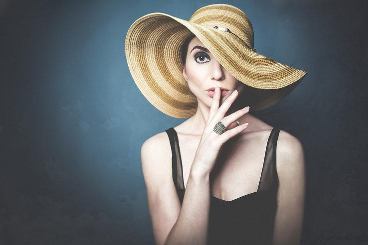 women portrait with the hat at vilija skubute photography