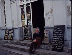Eugène devant son musée