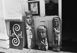 Les statues devant le musée