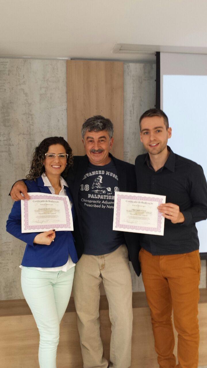No mês de Agosto nossos quiropraxistas receberam certificação internacional em AMP,um curso deAjustes prescritos pela Natureza, onde aprenderam diversas técnicas paracorreção desubluxações vertebrais.