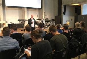 """""""Hvis jeg er rigtig flink, så er 1,5 % af alle studerende i Danmark en del af en kirke, og det betyd"""