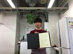 B4の角野君がナノカーボン研究部門成果報報告会で優秀ポスター賞を受賞!