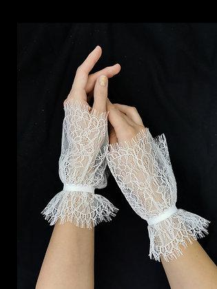 Hand cuffs di pizzo Chantilly