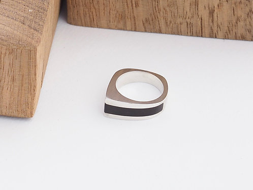 Angled ring with side inlay size R