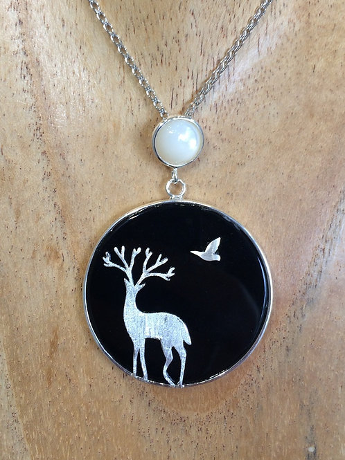 BLACK AGATE, SILVER CIRCULAR PENDANT WITH DEER & BIRD AND MOONSTONE