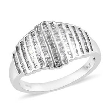 Beautiful 1 .00 CTW Diamond Ring.  Size 7.