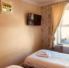Twin Room Smart Tv