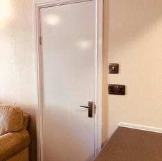 Connecting door to twin room