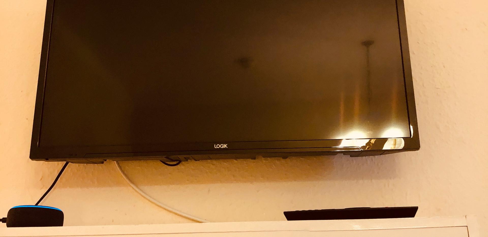 Family Room - Smart TV & Echo Dot