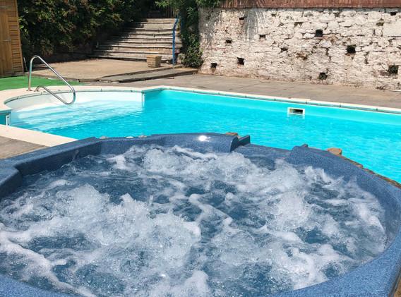 Swimming Pool & Jacuzzi