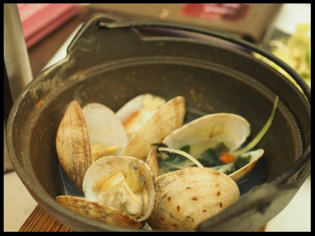 clams in spicy wine sauce