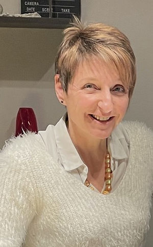 Florence, gérante du magasin Unique et Féminine Cournon