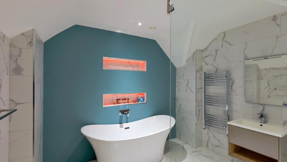 Penthouse bath (Copy).jpg