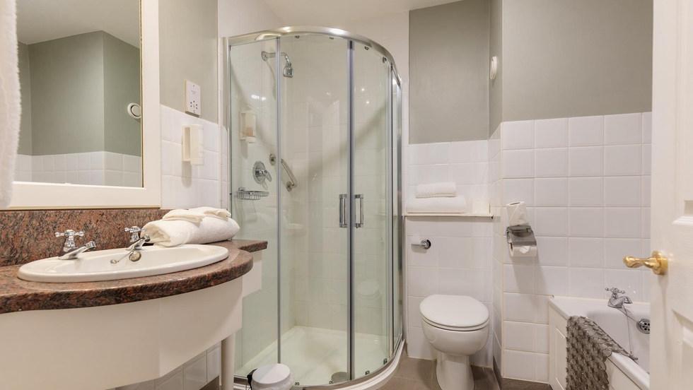 212 Bathroom (1 of 1) (Copy).jpg