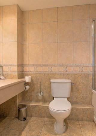 206-Bathroom-web-optimised.jpg