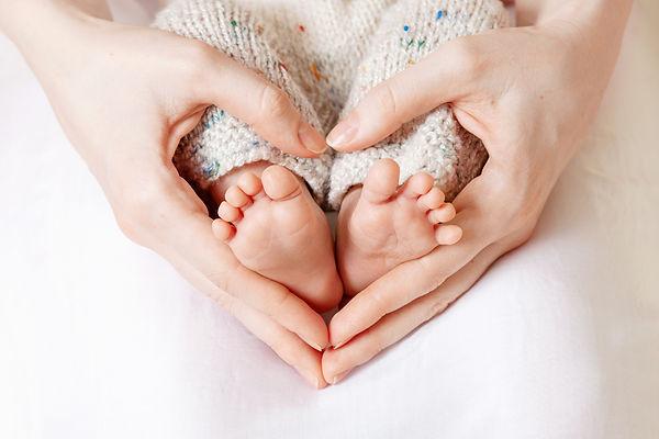 baby-feet-mother-hands-tiny-newborn-baby