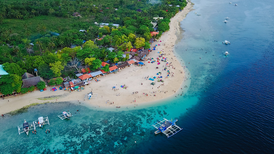 aerial-view-sandy-beach-with-tourists-sw