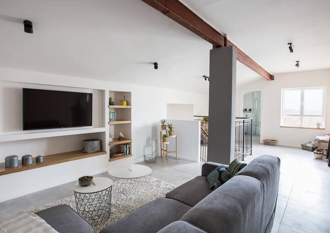 Living room, attic, Arugot