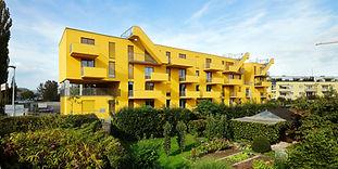 Der viergeschoßige Neubau mit Tiefgarage bzw. Abstellplätzen im Freien sowie einem Kinderspielplatz, bietet allen Komfort für modernes Wohnen in optimaler Lage.