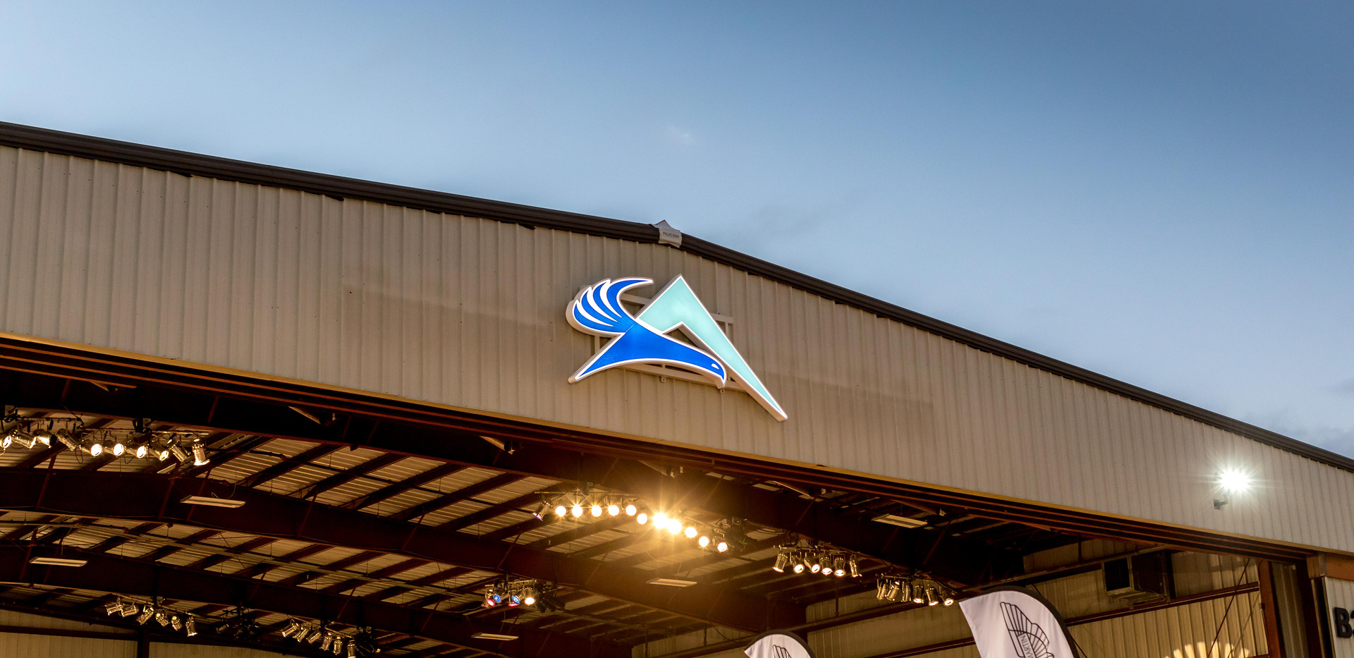 HangarParty-3.jpg