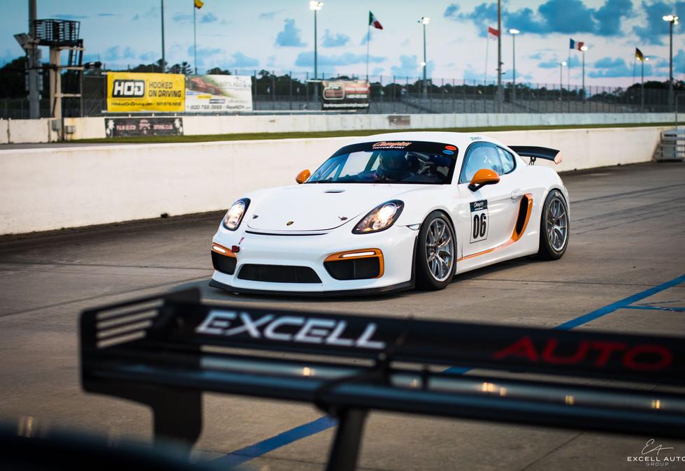 Porsche_Cayman_GT4.jpg