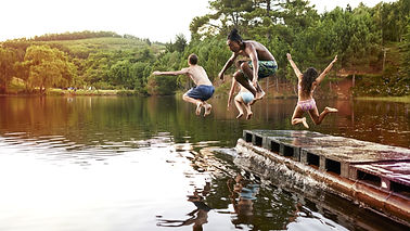 Kids%20Jumping%20into%20the%20Lake_edite