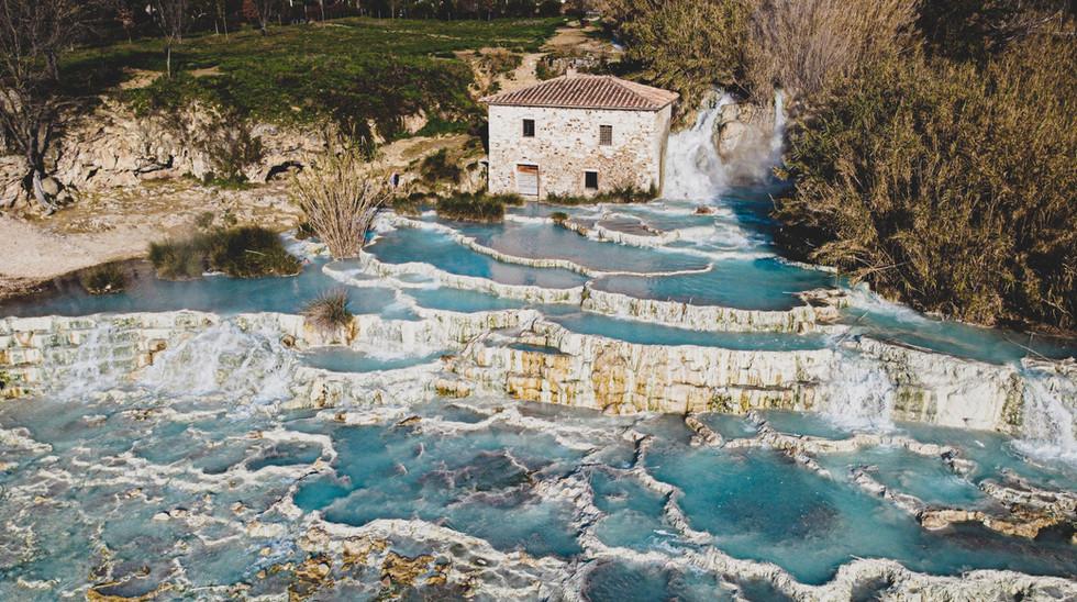 Le cascate del Mulino alle vicine Terme di Saturnia a sola mezz'ora di auto