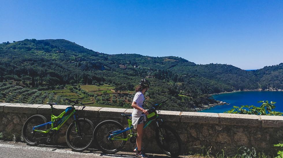 Le nostre E-Bike lungo la strada panoramica di Porto S. Stefano