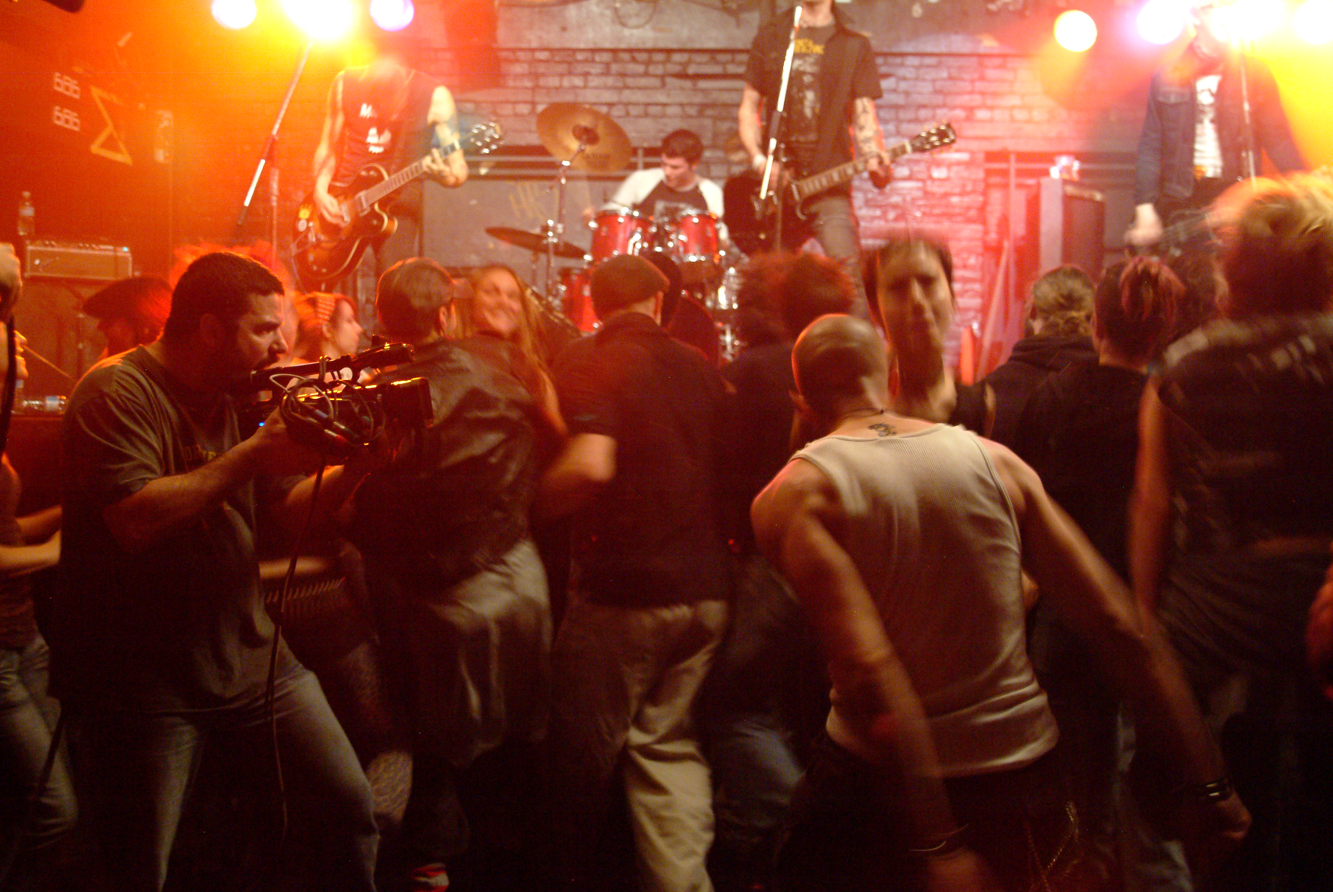 "3 Seasons - Punk performance with band ""Rockets Away"" Montreal Foufounes Electriques 2008"